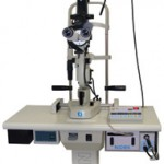 NIDEK社GYC-1000 green laserで糖尿病網膜症、網膜裂孔などに対する網膜光凝固や緑内障の時に使われます。